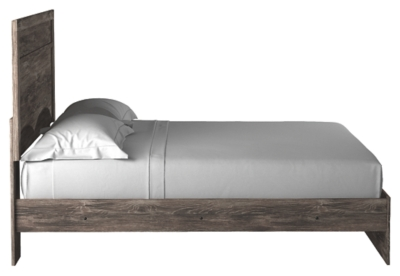 Ralinksi King Panel Bed