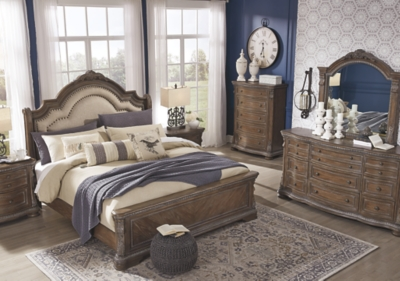 Chilmore Queen Upholstered Sleigh Bed